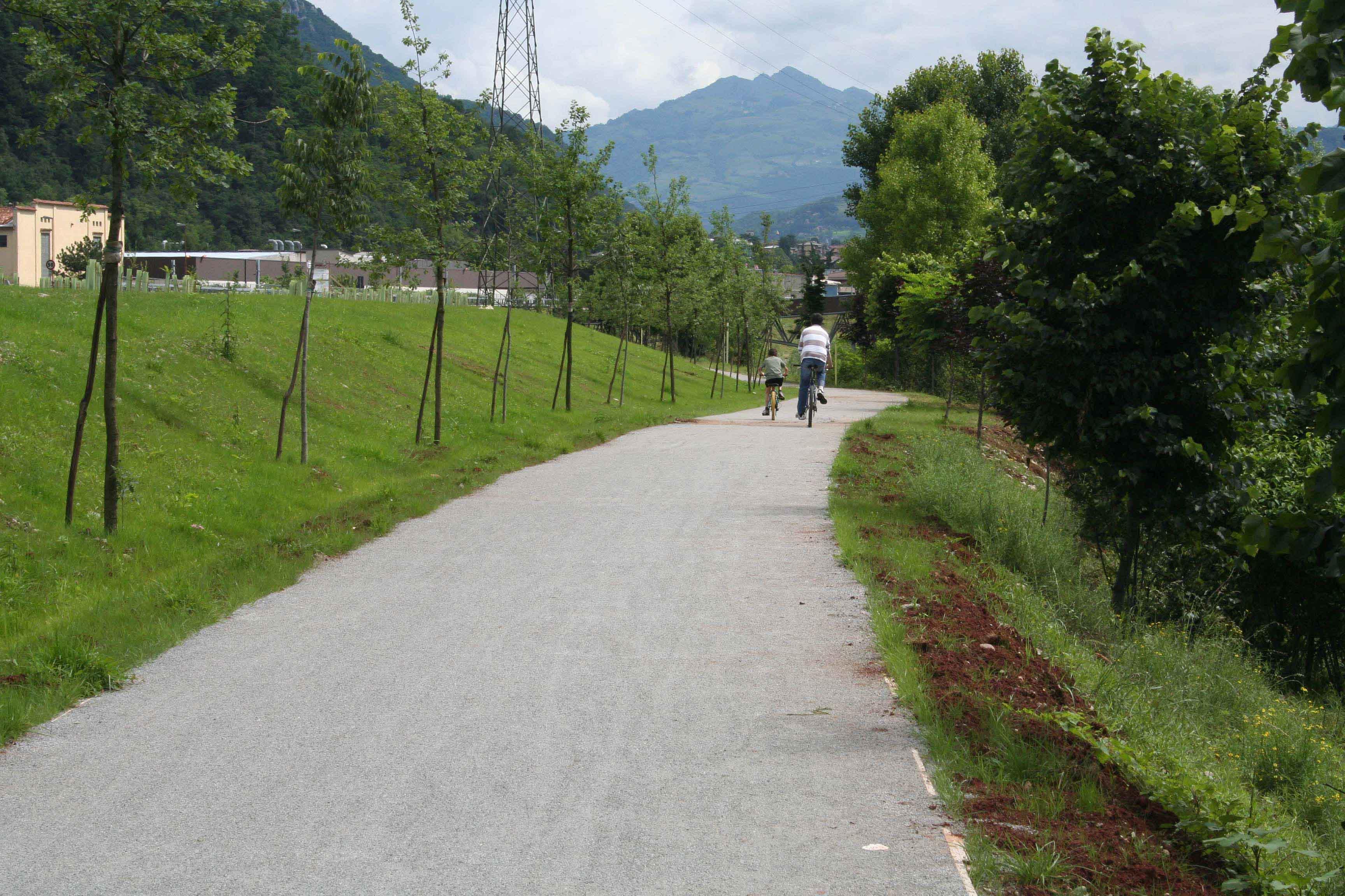 Risultati immagini per pista ciclo pedonale